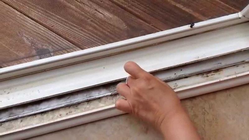 Clean window frames
