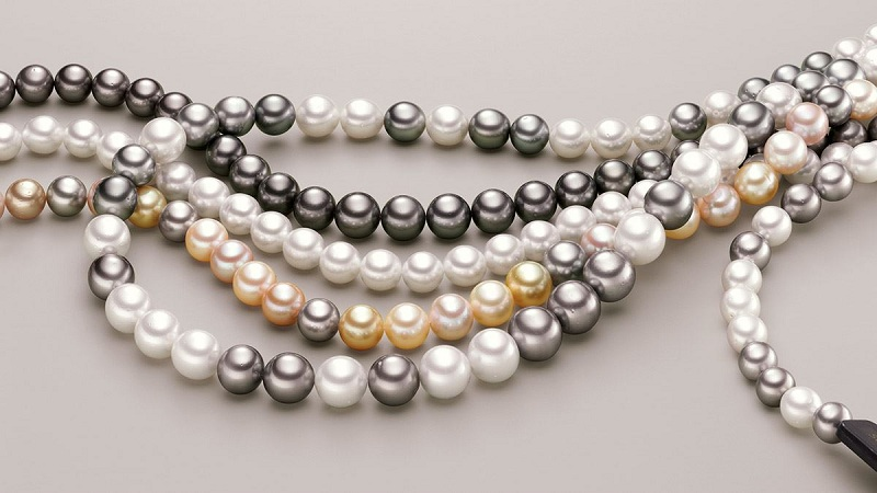 Cultured and natural pearls do not go out of style