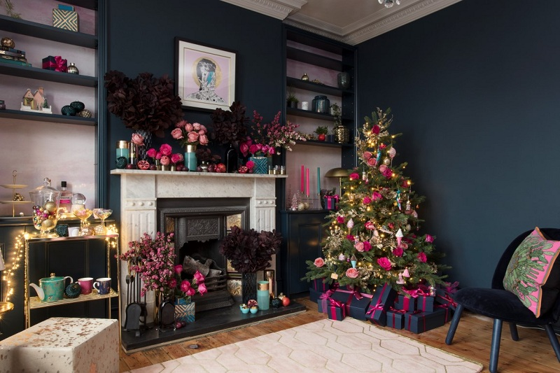 Decorate your home with Christmas and keep moving