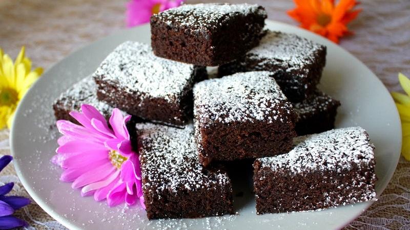Make your own walnut chocolate brownie