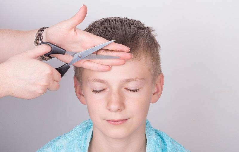 cut a child's hair